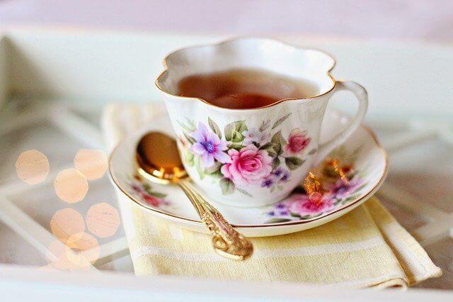 Bir bardak Çay kaç kalori? Yeşil Çayın faydaları nelerdir? Kuşburnu, Kayısı, Siyah, Papatya, Şekersiz çay kalori oranı ve besin değeri nedir?
