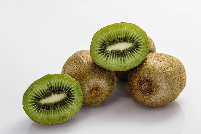 Bir tane Kivi kaç kalori? Kivinin faydaları nelerdir? Kivi kilo aldırır mı? Kiwi kalori oranı ve besin değeri nedir?