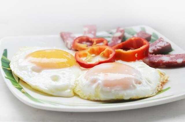 Bir tane Omlet kaç kalori? Omlet yemek kilo aldırır mı? 1 adet mantarlı, kaşarlı, kavurmalı Omlet kalori ve besin değeri nedir?