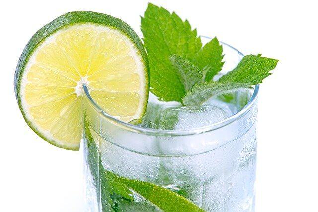 1 adet Soda kaç kalori? Sodanın faydaları nedir? Sade, elmalı, meyveli ve ya limonlu soda kalori oranı ve besin değeri nedir?