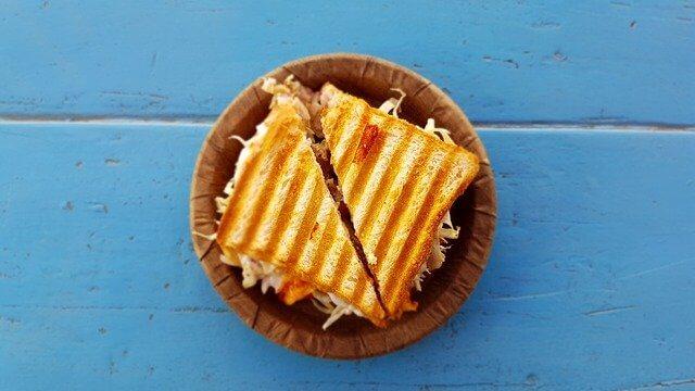 1 Tost kaç kalori? Tost kilo aldırır mı? Bir adet yengen, sucuklu, kaşarlı, karışık, peynirli tost kalori oranı ve besin değeri nedir?
