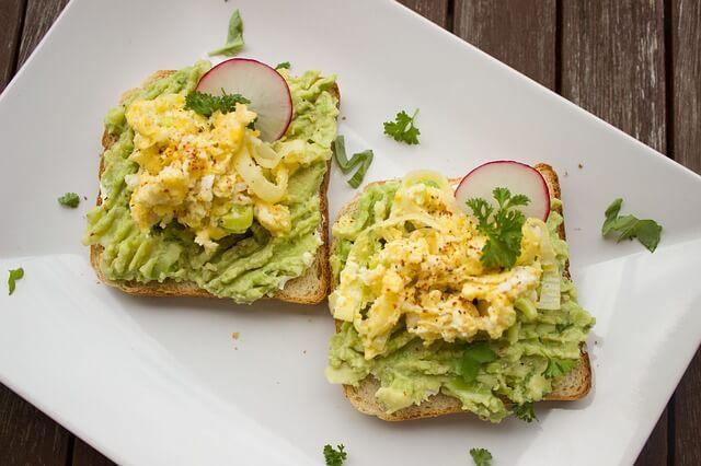 1 adet avokadolu tost kaç kaloridir - avokadolu tost besin değerleri nelerdir.