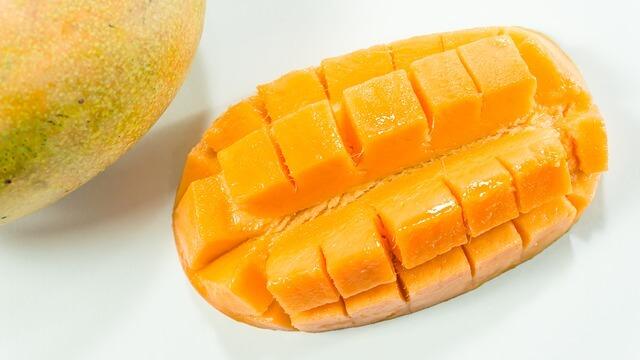 1 adet Mango kaç kalori? Mango kalori oranı ve besin değerleri nelerdir? Mangonun faydaları nelerdir? Mango kilo aldırır mı?