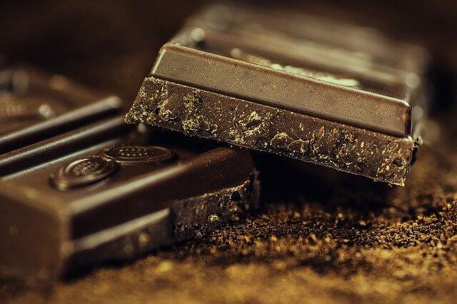 1 adet Çikolata kaç kalori? Sütlü, Beyaz ve ya Bitter Çikolata kalori oranı ve besin değerleri? Çikolata kilo aldırır mı?