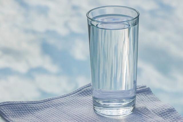 1 litre su kaç bardak eder ve ya bir litre su kaç bardak eder? 100 ml, 250 ml, 500 ml, 1 litre su kaç bardak oranları nelerdir.
