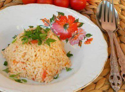 Pratik domatesli pilav tarifi sizleri bekliyor. Domatesli pilav nasıl yapılır? Hazırlanması kolay, lezzetli domatesli pirinç pilavı.